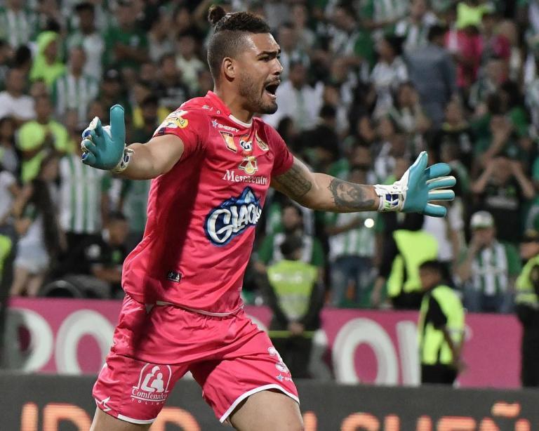 álvaro montero atajó dos penaltis en la definición ante Nacional