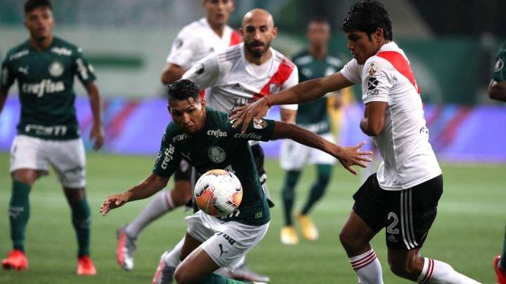 Rony en Palmeiras en la semifinal ante River Plate.