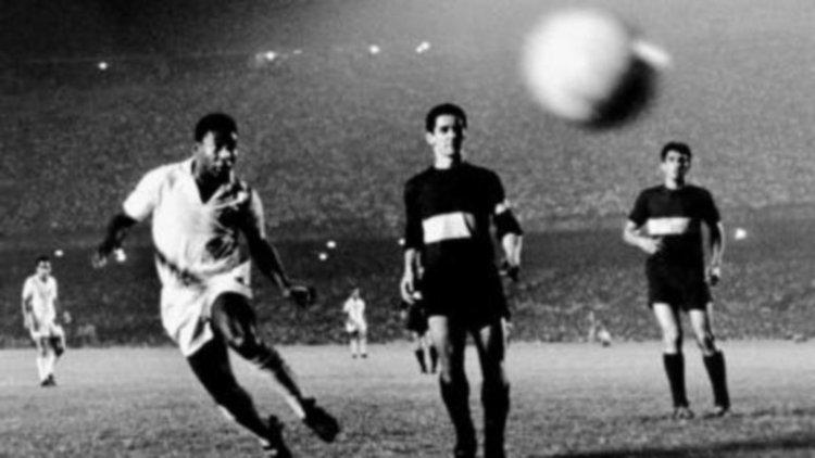 Santos de Pelé campeón en la Bombonera.
